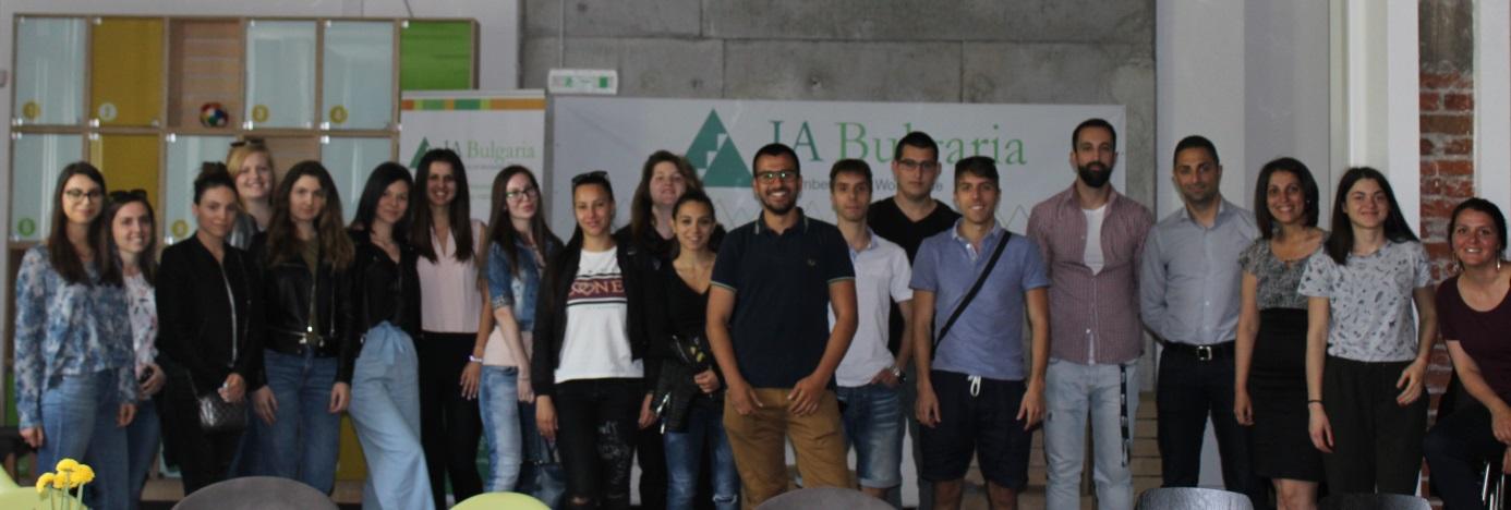 Студенти от специалност &bdquo;Бизнес икономика&ldquo; за втора поредна година, заедно с &nbsp;гл. ас. д-р Петя Биолчева, посетиха &bdquo;София Тех Парк&ldquo; - първия високотехнологичен парк в България&ldquo; (<i>на снимката долу</i>).