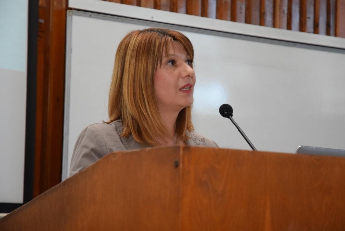 """Проф. Ян Уилем Пропър от Университета Бреда, Холандия, изнесе публична лекция на тема """"Гъвкави решения при управлението на кризисни ситуации в транспорта"""" пред студенти в препълнената зала 2009. Холандският професор гостува в УНСС по покана на проф. д-р Христина Николова от катедра """"Икономика на транспорта и енергетиката"""", която представи лектора."""