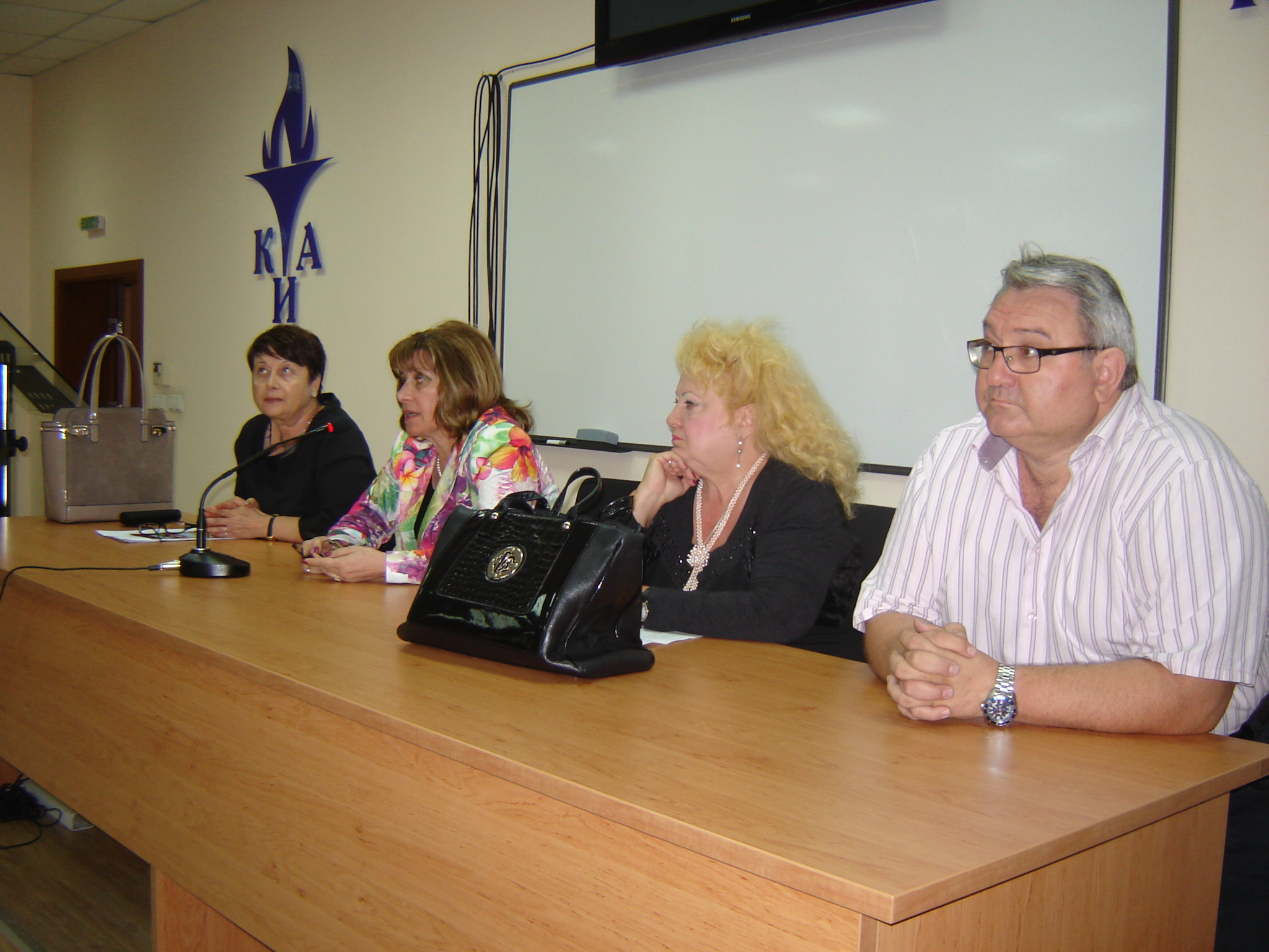 Prof. Dr. Veselka Pavlova, Vice Rector in the Education for EQD of Master of Science and Distance Learning greeted the students and wished them success. She outlined that both professional fields of Economics and Administration and Management had reached the highest entry level and the highest grades had been valid as for the regular as also for the distance form of education. You have chosen the most prestigious university, assured the students the Vice Rector.
