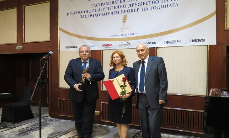 The Rector Bestowed Awards on Distinguished Insurers – Alumni of UNWE